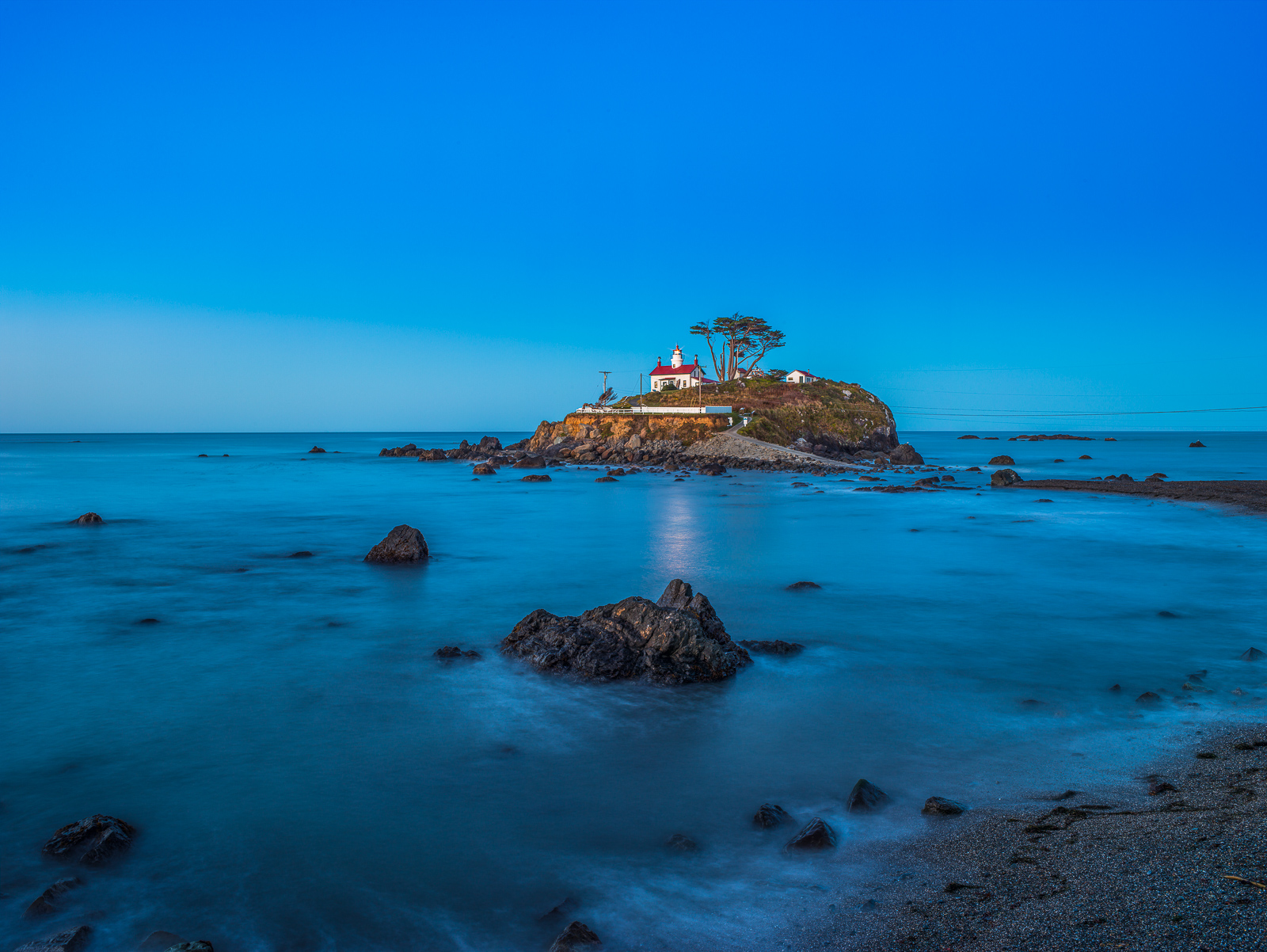 Guiding Light,Battery Point,Blue,Coast,Horizontal,Lighthouse,Pacific Ocean,Red, photo