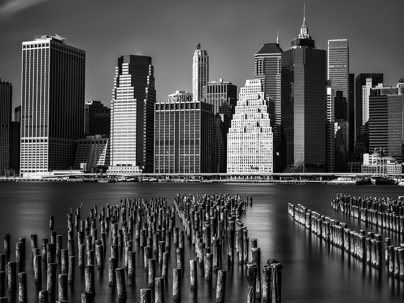 Black and White, Brooklyn, NY, Piering to the City, photo