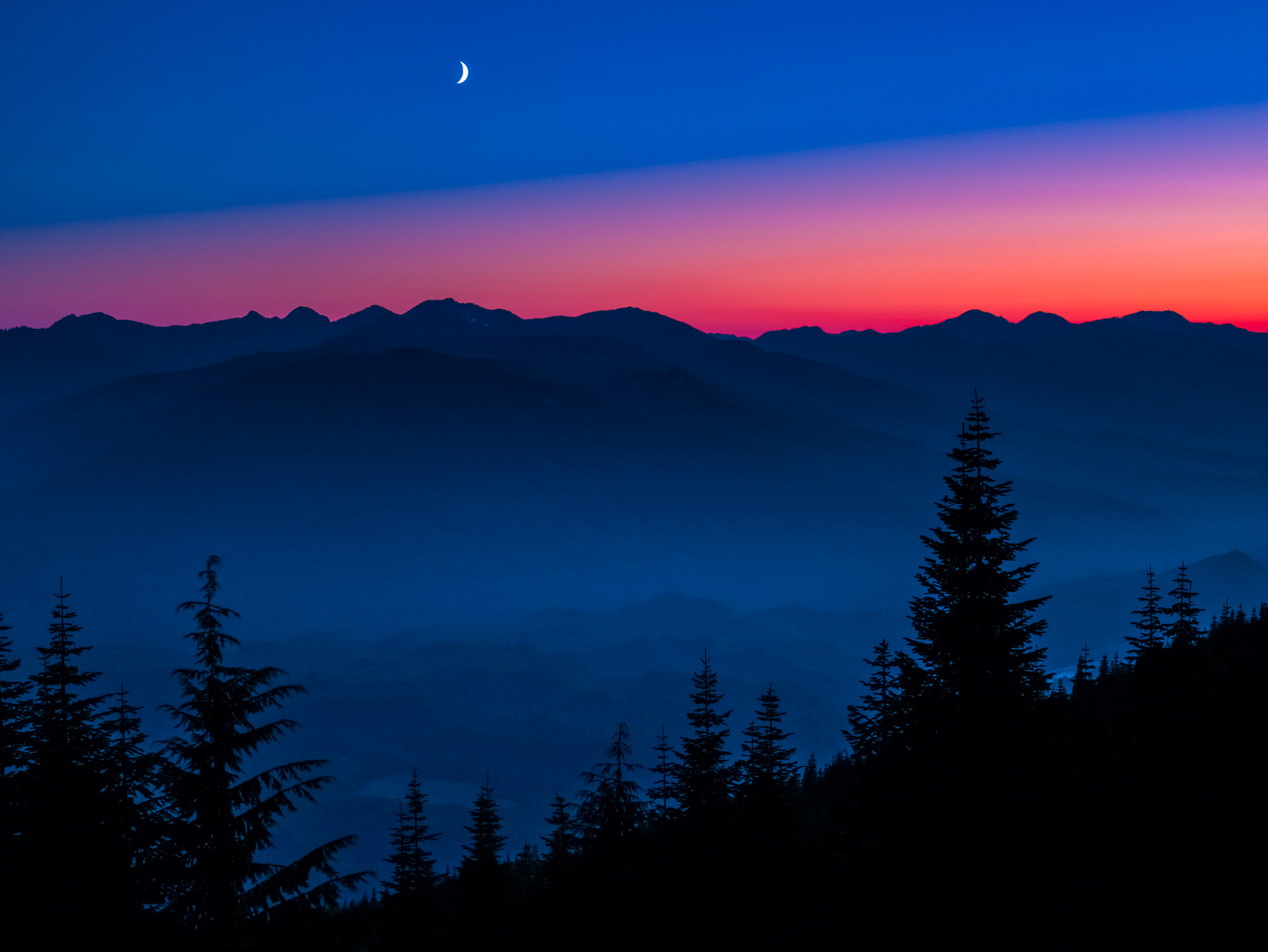 Crescent Moon-2,Moon,Sunset,Trees,Washington,mountains,Mount Baker-Snoqualmie National Forest, Night,Crescent,Shine,Bright, photo